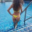 Mein hinten in bikini