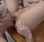 oraler Orgasmus auf dem K�chentisch