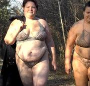 Zwei geile Weiber, laufen in Kettendesouse