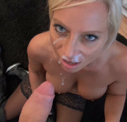Chanel, die geilste blonde MILF Berlins braucht junges Sperma!