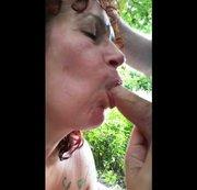 Eine Outdoor-Sperma-Dusche für meine heiße Pussy