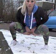 HEFTIGER NS- STRAHL-Öffentlich in den Schnee GEPISST!!!!