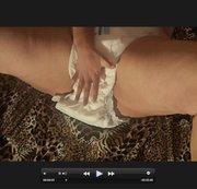 Mollige Frau mit Windel und Gummihose
