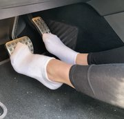 Pedal Pumping in weissen Socken