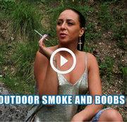 Draußen rauchen und boobs!
