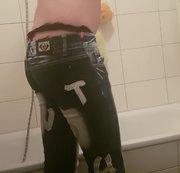 Mit Jeans unter die dusche war das geil
