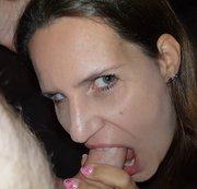 Bei Blowjob die Ficksahne ins Gesicht gespritzt