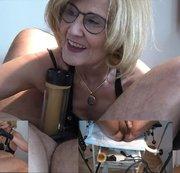 Venus 2000 - Gyno.-Stuhl - Pisse durch den Klistier Schlauch in die Maul Votze vom Sklaven