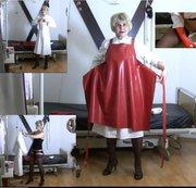 Frau Dr. Syrkay im langen Arztkittel, Gummi Schürz, Gummi Handschuh, NS in die Urinschale