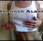 SpannerAlarm|Julia Cox duscht!