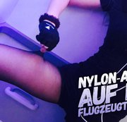 Nylon Action auf der Flugzeugtoilette
