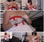 Krankenschwester Angela in weißen Handschuhen wartet auf den Patienten