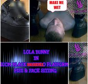 LOLA BUNNY  IN 10 CM  SNEAKERS ON  PLATFORM BOOTS USE LIVE HUMAN TOILET  PEFECT PISS