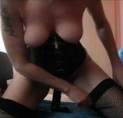 ZICKENPUSSY: Zicken Pussy reitet großen schwarzen Dildo Webcam Download