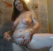 unter der dusche alleine
