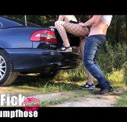 Netzstrumpfhosen-Fick Auto