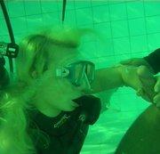 Der Unterwasser Fick im Tauchbecken teil.4