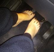 Ein kleines Video von meinen füßen im auto