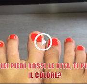 Meine roten Füße Finger, magst du die Farbe?