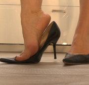 High heels- Sexy Posing und Dipping im Lederrock