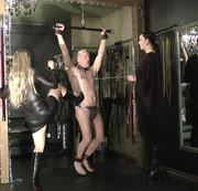 Zwei Damen - Ein Sklave