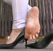 Leder High Heels Posing