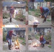 Feuerfetisch, Jeans und Daunenjacke wird verbrannt