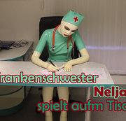 Krankenschwester Nelja spielt aufm Tisch ;)