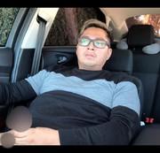 Ich masturbiere im Auto