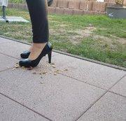 Trampeling in Heels und Barfuß