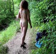 Für alle die kalt haben oder frieren müssen Strippt Loreen nochmal draussen im Publicbereich am See