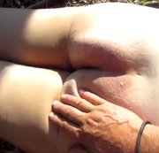 24 Am nackten Arsch (Handschläge)