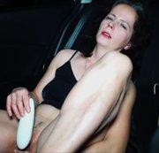 Mit meinen Womanizer im Auto Mastubiert