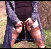 WANILIANNA: Pissing outdoors in nylons Download