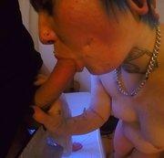 Bluehaired Goth girl in der WG gefickt