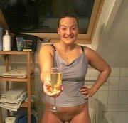 Aus alten Tagen fast 10 Jahre...ich habe in ein Sektglas gepisst und alles ausgetrunken!