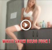 Weißer Schneedildo ficken !
