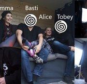 Erstes Usertreffen. Alice, Emma, Basti und Tobey. Ins Maul spucken. Spitting  Teil 1 von 2