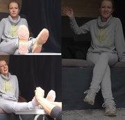 Kira. Casting Bus. Schuhe und Socken. Interview und Fußmassage. Teil 1 von 3.