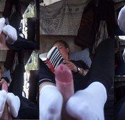 Leonie. Weiße Socken. Sockjob während sie ein Buch liest. Teil 2 von 2.