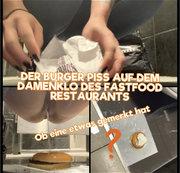 Der Burger piss auf der Damentoilette des Fastfood Restaurants - ob eine etwas gemerkt hat