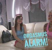 TINYEMILY: Heißes Kennenlernen mit heftigen Orgasmen! Download