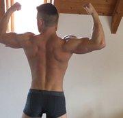 Ich flexe in Bodybuildingposen für dich!!