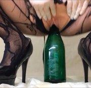 Ritt auf der Sektflasche