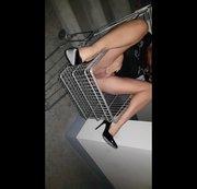 PISS  im Einkaufswagen im Stiegenhaus
