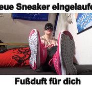 Neue Sneaker eingelaufen geiler Fußduft für dich