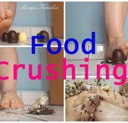 Food Crushing - Kätzchen zermatscht genüsslich ...