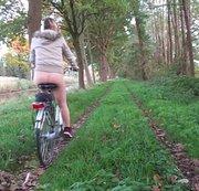 ein bisschen mit Fahrrad Draussen gewesen (hautfarbene Nylons)