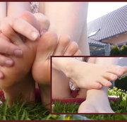 Nackte Füße und Muschiblitzer