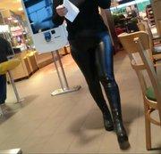 Lack-leggings im Rastplatz Restaurant